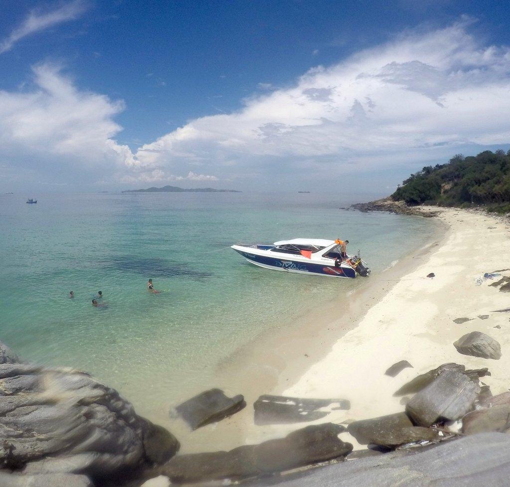 Discover scuba diving Pattaya www.real-divers.com